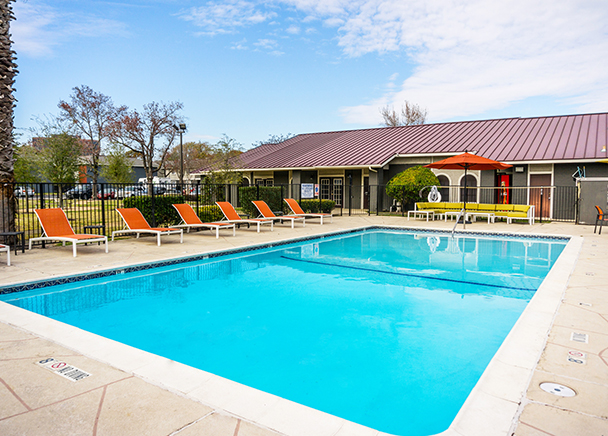 CBRE Arranges Sale and Buyer Financing of Multifamily Property in Westchase District